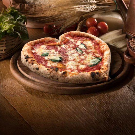 Pizza margherita a cuore 'A Pizza